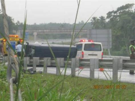 First accident on the Southern Expressway injures two