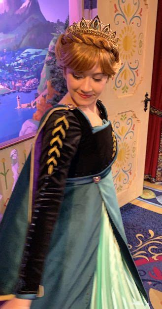 First Look: New Costumes for Anna and Elsa at Epcot - and