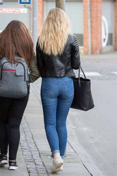 Sexy butt in tight jeans - Nude pics